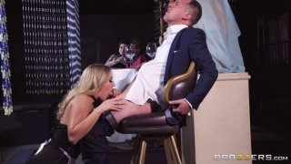 Waitress gives sexual satisfaction to a rich client
