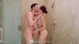 Aidra Fox seduced handyman to make love